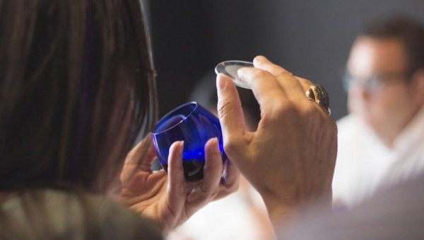Tast d'olis virtual amb copa